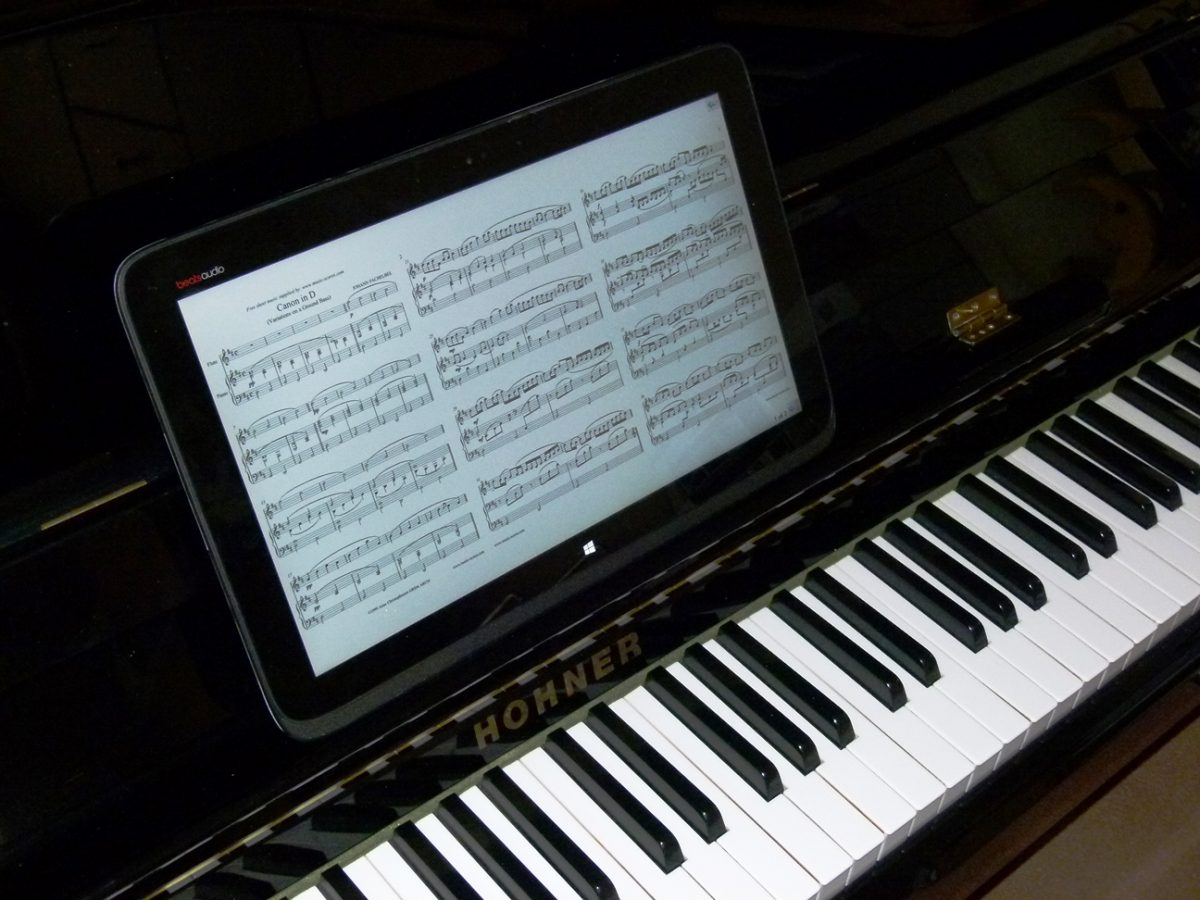 Ask the Expert: How does licensing work when musicians use tablets for chord charts rather than paper versions?