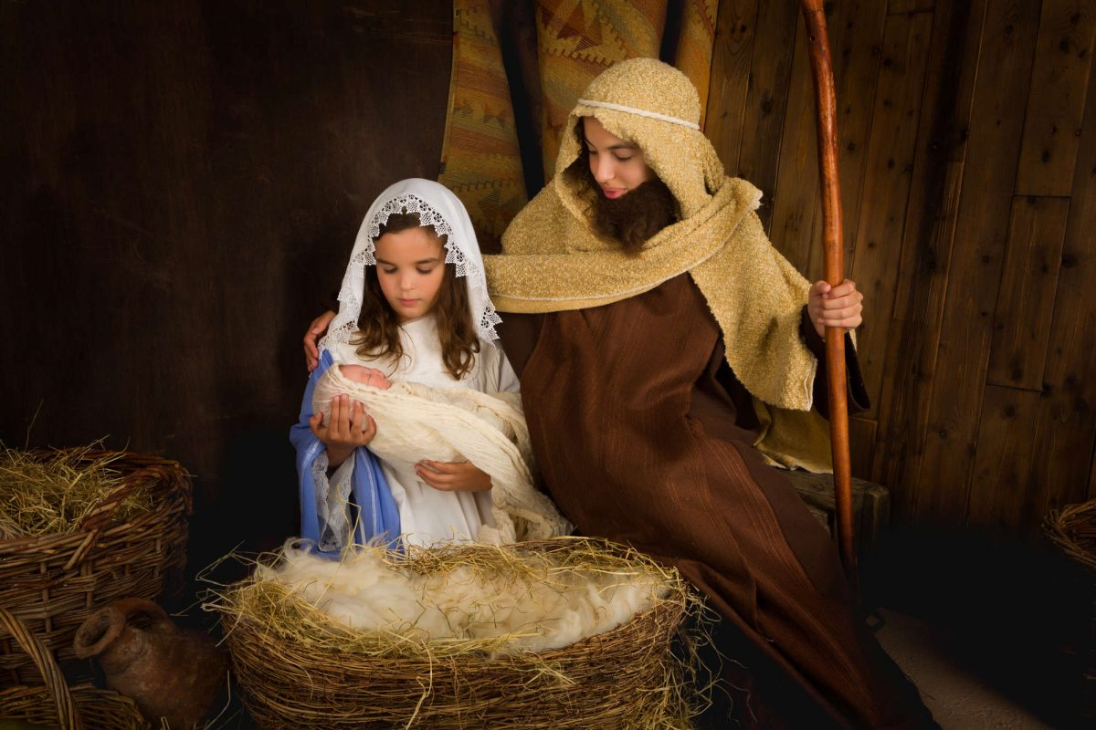 Re-written narrations of the Christmas story [free Christmas presentation download]