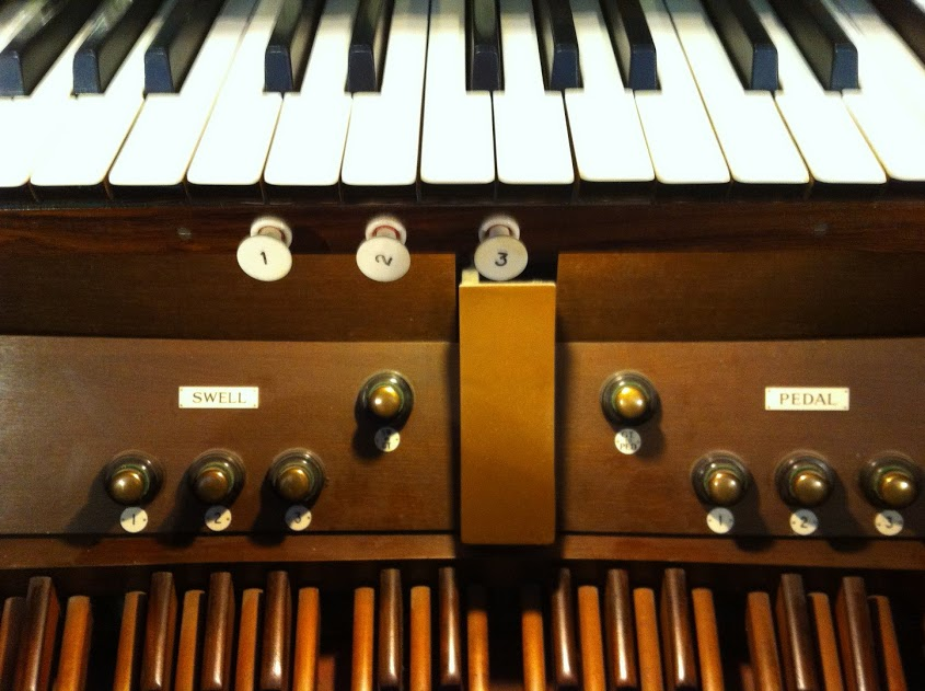 Pianist or organist? Leading worship in a traditional setting