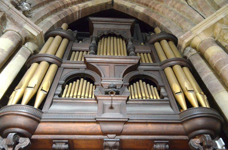 Leading worship on the organ