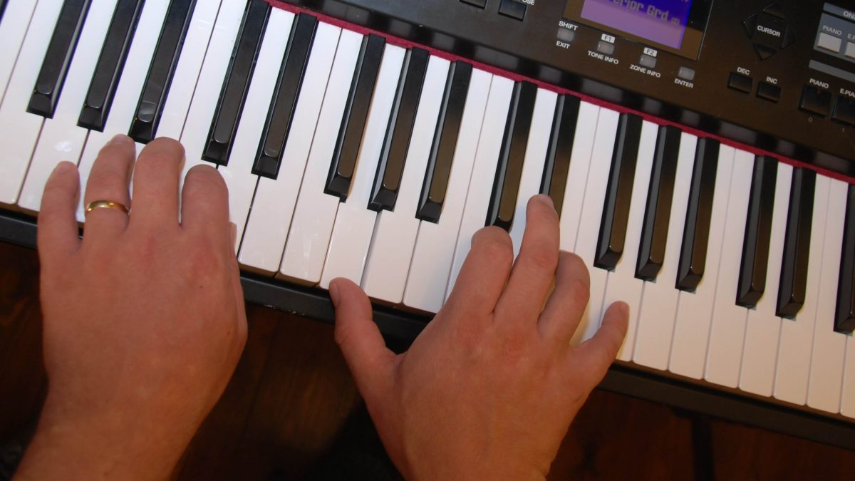Playing hymns on keyboard